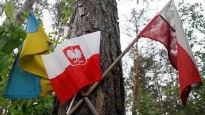 """Хто """"розгойдує"""" ненависть між українцями та поляками навколо Волинської трагедії"""