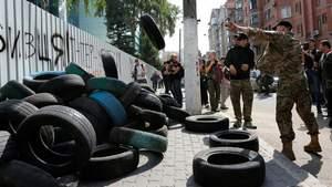 """Активісти домовились з """"Інтером"""" і призупиняють блокаду"""