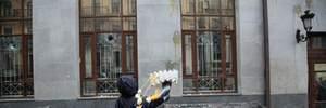В Одесі активісти закидали яйцями офіс бізнесмена