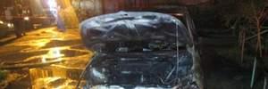 Ночью в Ужгороде сожгли автомобиль прокурора