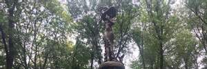 У Харкові відкрили пам'ятник Гурченко: у мережі глузують із помилок, викарбуваних на монументі