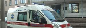 Встав на коліна та впав: чоловік неочікувано помер біля вокзалу у Львові