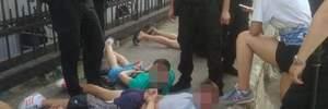 Полиция связала футбольных фанов в Одессе: фото