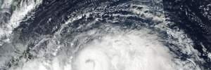 В Шанхае отменили около 400 авиарейсов из-за десятибалльного тайфуна
