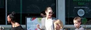 Усміхнена Анджеліна Джолі з'явилася на публіці з дітьми після новин про психічні розлади: фото
