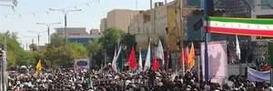 В Ірані на прощання з жертвами кривавого теракту прийшли тисячі людей: фото