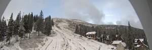 Карпати продовжує замітати снігом: вражаючі фото та відео