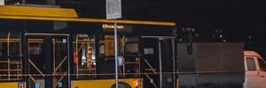 У Києві тролейбус на смерть збив чоловіка: моторошні фото
