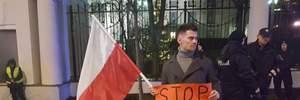 Под посольством России в Варшаве прошла акция в поддержку Сенцова