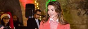 Королева Рания демонстрирует, как носить главный цвет 2019 года: яркие фото