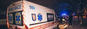 Маршрутка с пассажирами сбила пешехода и столкнулась с деревом: много пострадавших