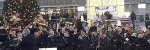 """В аеропортах України влаштовують музичні флешмоби на честь """"кіборгів"""": захопливі відео"""