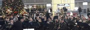 """В аэропортах Украины устраивают музыкальные флешмобы в честь """"киборгов"""": увлекательные видео"""