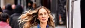 В красной юбке и фиолетовых колготках: Сара Джессика Паркер примерила яркий образ – фото