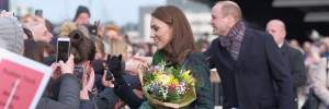 В кроссовках и спортивной куртке: Кейт Миддлтон заметили на прогулке возле Кенсингтона