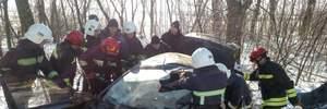 На трасі Київ–Чоп у моторошній ДТП загинули троє людей: фото і відео 18+