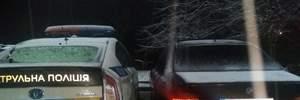 Вооруженные водители заблокировали авто патрульных в Ровно: фото