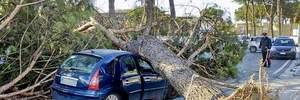 Италию охватили сильные ураганы, есть жертвы: фото последствий стихии