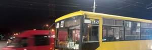 ДТП в Киеве: маршрутка на пешеходном переходе сбила трех человек (обновлено)