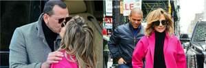 С чем носить пальто цвета фуксии: стильный пример Дженнифер Лопес