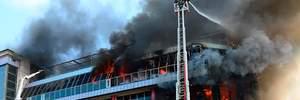 У Баку горить великий торговий центр, небо затягнуло чорним димом: фото, відео