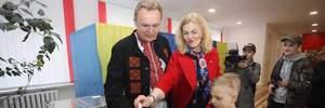 Андрей Садовый с супругой проголосовали на выборах президента