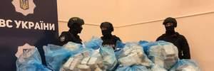 Поліція принесла на брифінг 300 кілограмів героїну: фото та відео