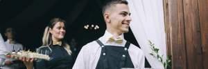 День кельнера у Львові: як директори кафе, кухарі та радіоведучі працювали офіціантами