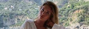 Прес в кадрі та напівпрозора сукня на голе тіло: як Розі Хантінгтон-Уайтлі відпочиває в Італії
