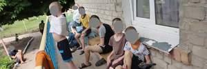 Свитер-смирительная рубашка и антисанитария: в каких условиях живут дети в интернате Днепра