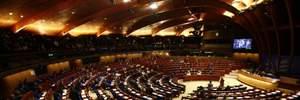 У ПАРЄ оскаржили повноваження делегації РФ, під будівлею протести