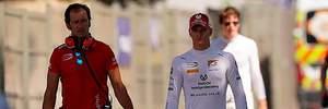 Сын Шумахера  взлетел  в головокружительной аварии и не смог продолжить гонку: видео