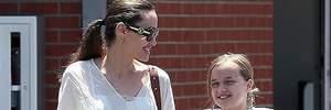 Любой каприз для дочки: Анджелина Джоли купила домашнее животное для 11-летней Вивьен