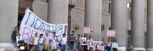 Смерть чоловіка під час затримання поліцією у Кропивницькому: люди вийшли на протести – фото