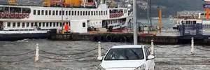Стамбул перетворився на річку через шалену зливу: шокуючі фото, відео