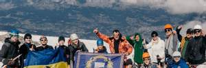 Батько 33 сиріт піднявся на найвищу гору Західної Європи: захопливі фото, відео
