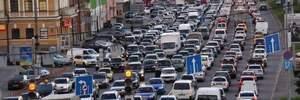Киев застыл в пробках из-за мужчины, который угрожает взорвать мост: карта, фото и видео