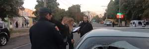 В Одесі авто в'їхало у натовп протестувальників, є постраждалі: відео
