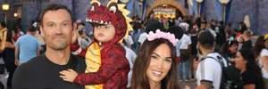 Актриса Меган Фокс показала семейные фото из Диснейленда