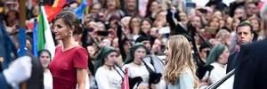В красном шелковом платье и на каблуках: королева Летиция посетила торжественное событие