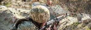 Поки на Донбасі пожежі, окупанти збільшили обстріли: є жертви