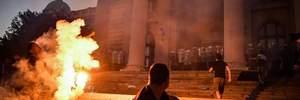 """Сербські ЗМІ побачили """"український слід"""" на протестах у Белграді: Україна назвала це фейком"""