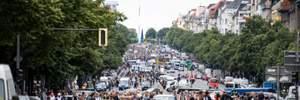 Попри заборону: у Берліні тисячі людей протестували проти карантинних обмежень