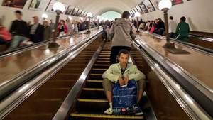 """Эскалатор в киевском метро """"зажевал"""" 5-летнего мальчика"""