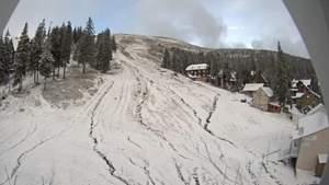 Карпаты продолжает заметать снегом: впечатляющие фото и видео