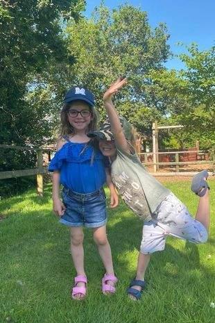 5-летняя Миа и 4-летний Остин