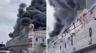 В ізраїльському ТРЦ спалахнула пожежа: частина будівлі впала, є постраждалі