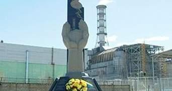Янукович показал, куда пойдут собранные на Чернобыль средства