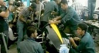 У Газі студенти створили гоночний автомобіль з непотребу
