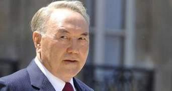 Назарбаєв обіцяє допомогти Лукашенку інвестиціями